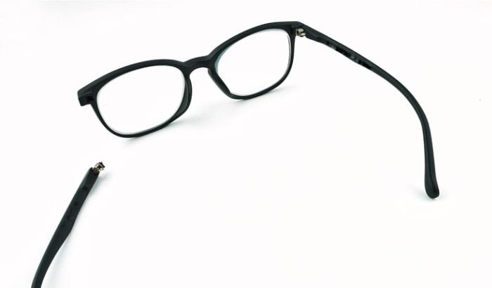 Stanghette degli occhiali rotte: occhio alla garanzia