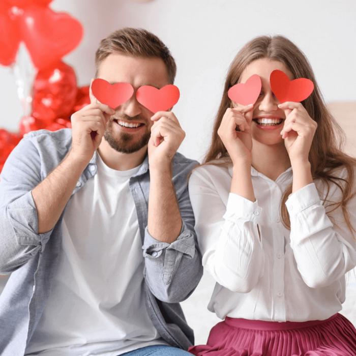 coppia innamorati San Valentino con occhi a forma di cuore