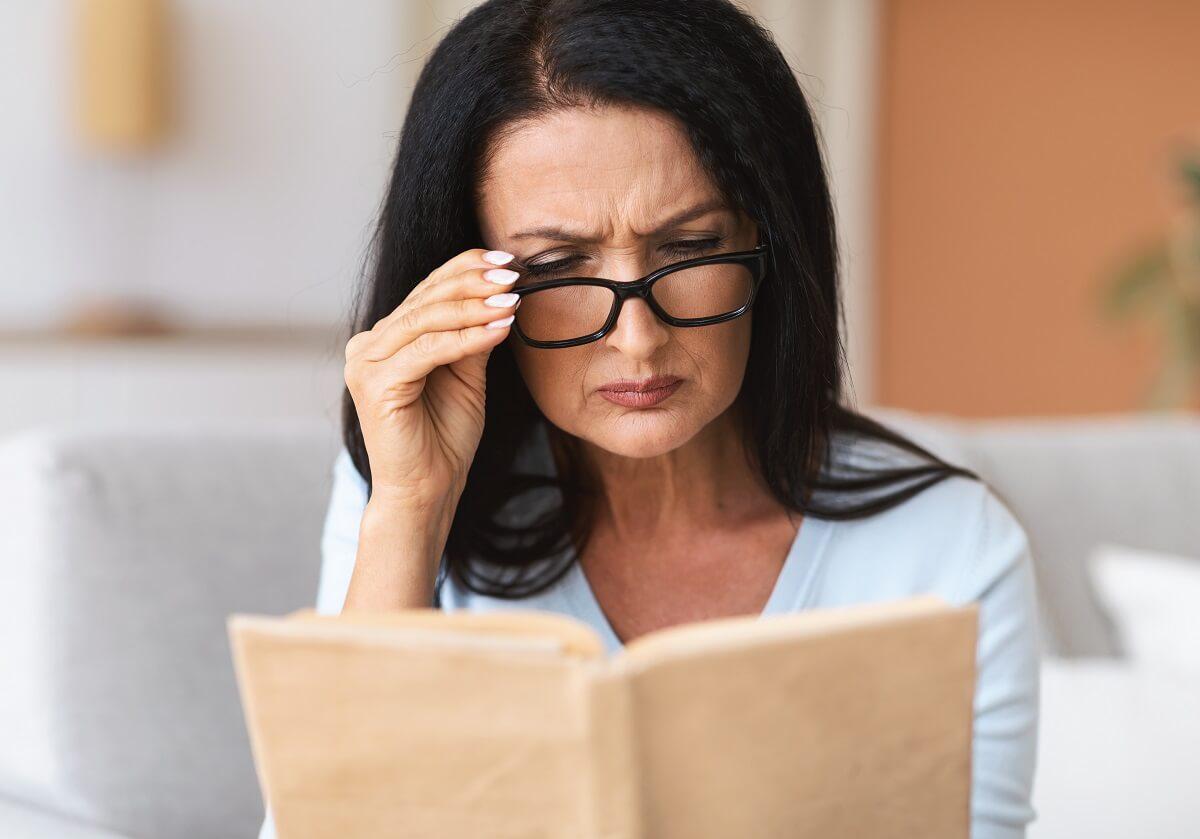 donna con miopia presbiopia