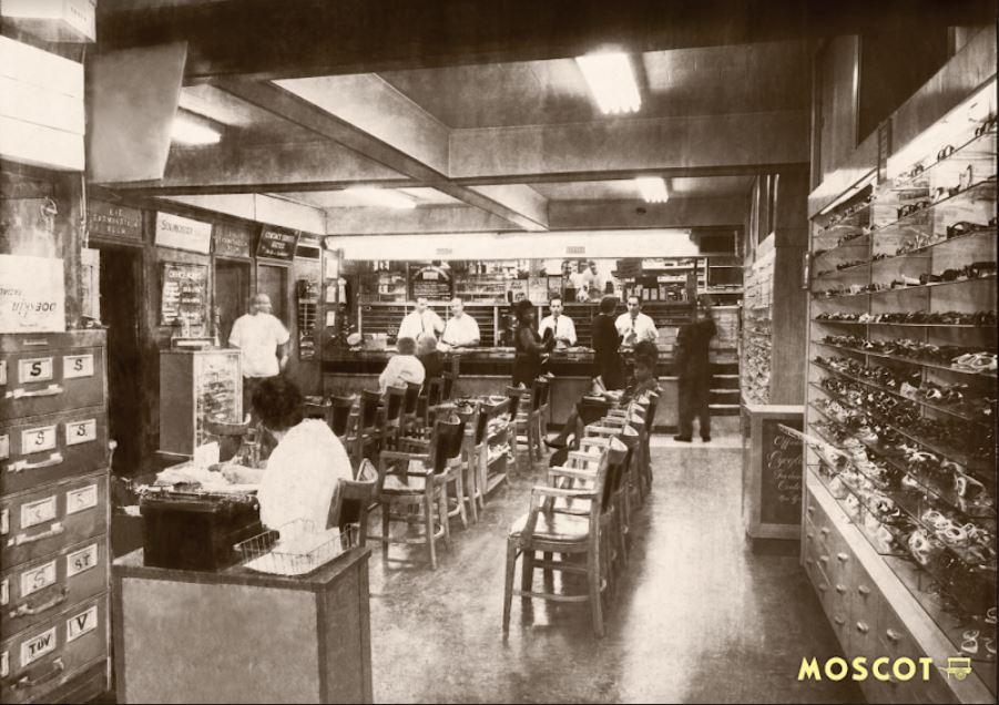 interno storico negozio moscot