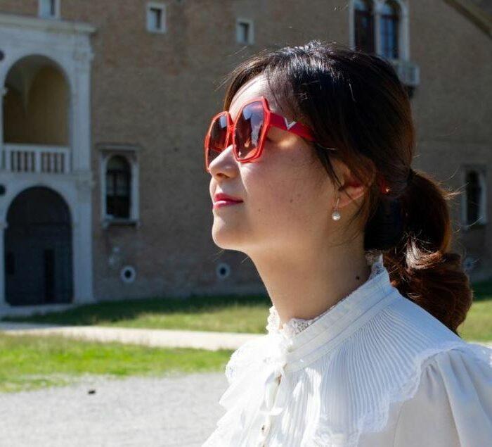 occhiali da sole donna Valentino indossati da modella