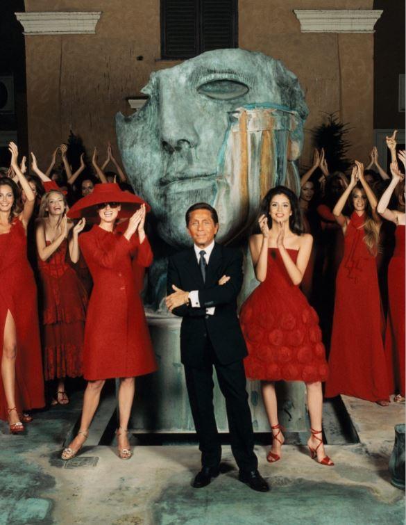Valentino sfilata Barcellona con rosso Valentino